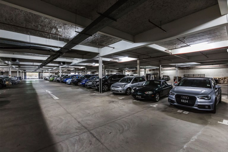 Garages & parkings